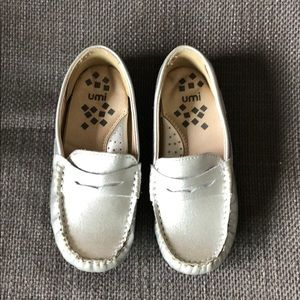 Little Girl Umi loafers size 9